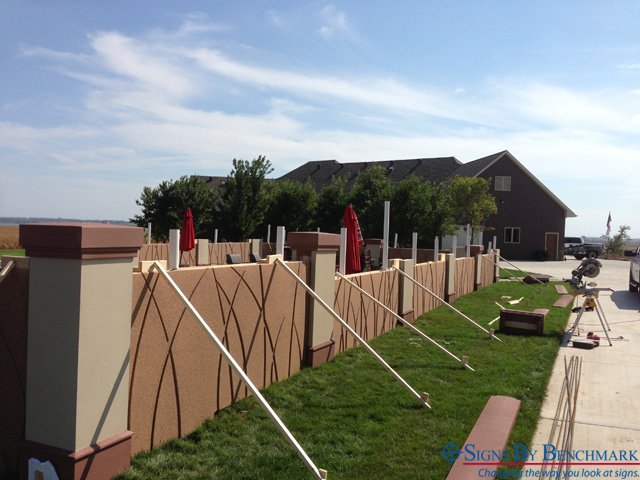 installing cellular plastic fence pants and posts by signs by benchmark u201c