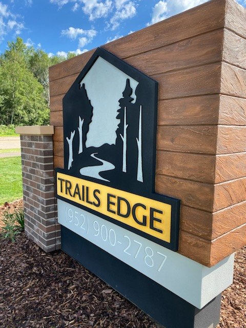 woodgrain_replicates_on_trails_edge_Signs_by_Benchmark